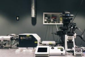 Laboratoire avec microscope